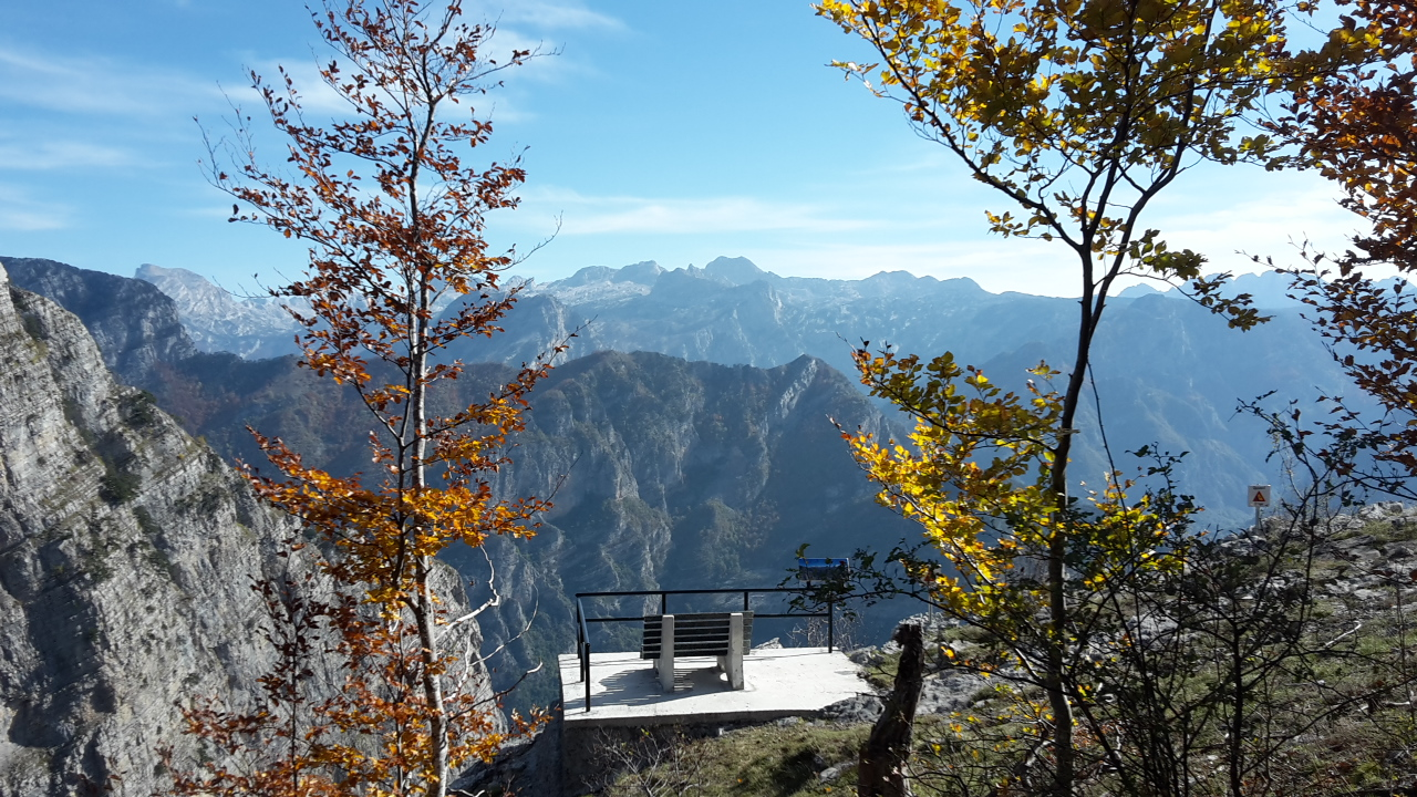 Viewpoint 'Falcon's Throat' (Grlo Sokolovo) on Krug Oko Korita; Photo by Nino M. Markovic